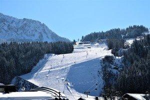 Direkte Sicht vom Appartment auf die Piste im Skigebiet Nassfeld